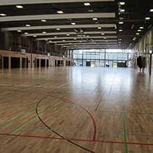 """Max-Schmeling Trainingshalle erhält neuen Sportboden - 2.800 qm HARO Sportboden in der """"grünen Brücke"""" von Berlin verlegt"""
