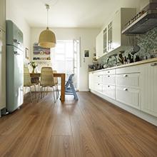 Designboden für wohngesundes Renovieren - Landhausdielen-Look jetzt angenehm weich und pflegeleicht